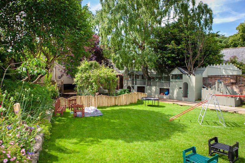 acorns-nursery-school-cirencester-gardens-slider-10