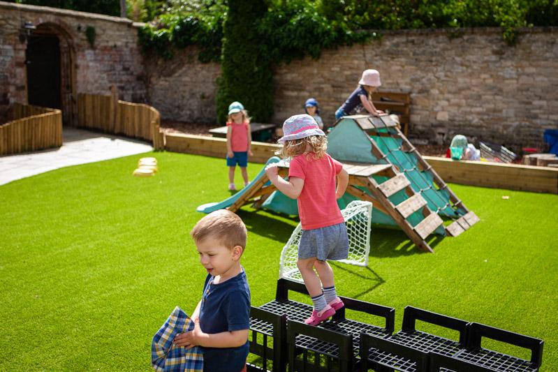 acorns-nursery-school-cirencester-gardens-slider-11