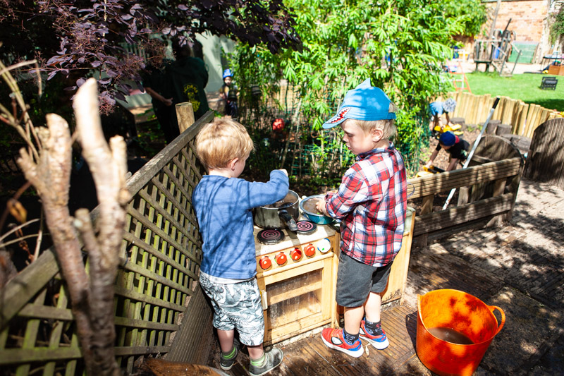 acorns-nursery-school-cirencester-gardens-slider-13