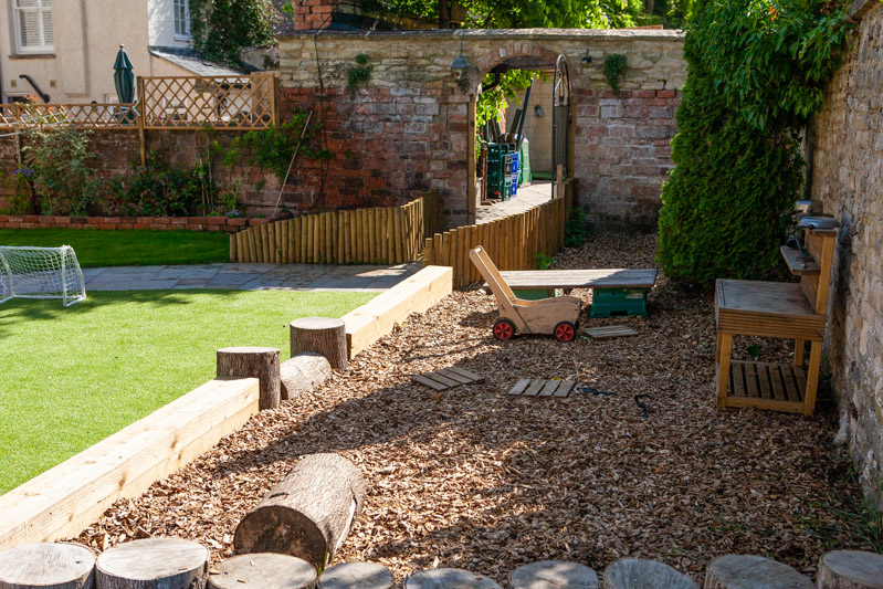 acorns-nursery-school-cirencester-gardens-slider-4