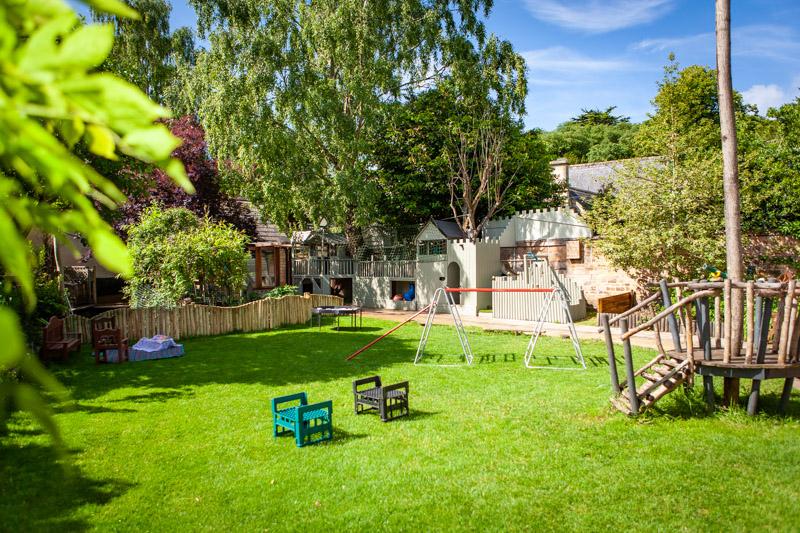 acorns-nursery-school-cirencester-gardens-slider-6
