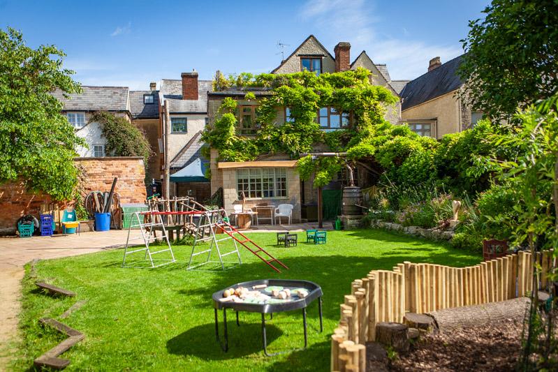 acorns-nursery-school-cirencester-gardens-slider-7