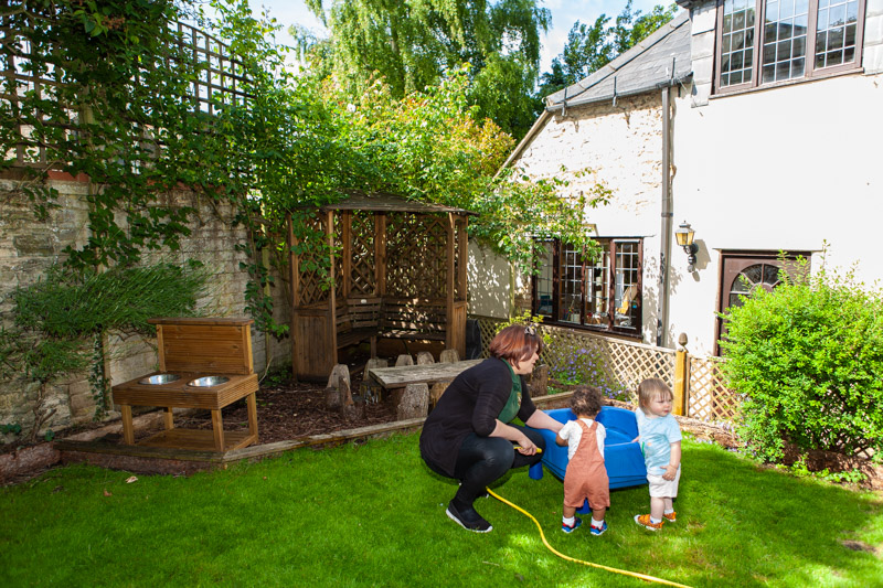 acorns-nursery-school-cirencester-gardens-slider-8