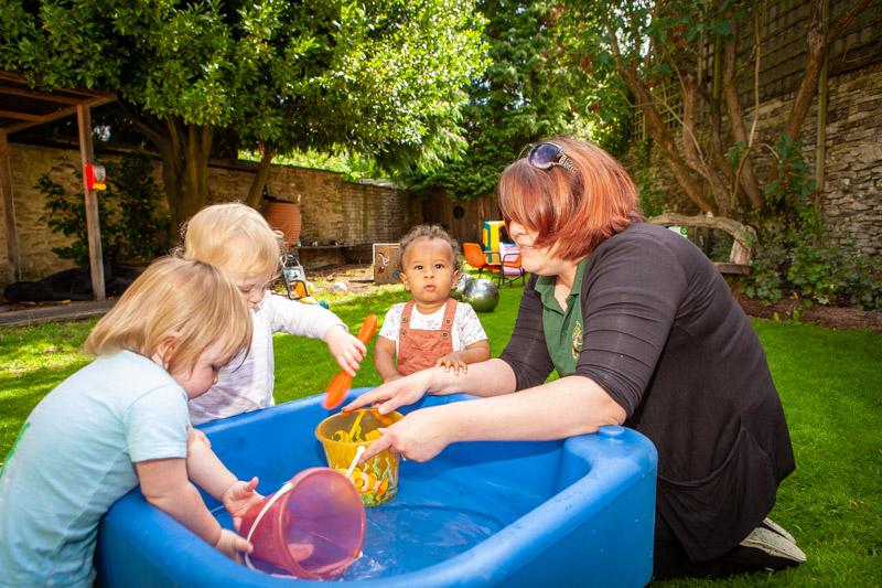 acorns-nursery-school-cirencester-gardens-slider-9