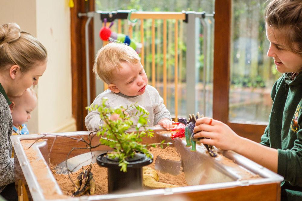 acorns-nursery-school-cirencester-babies-16