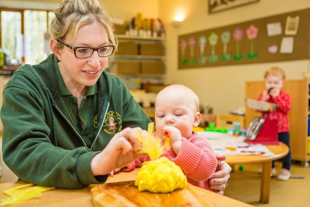 acorns-nursery-school-cirencester-babies-9
